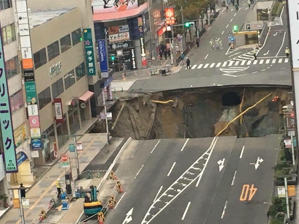 【速報】博多駅前の道路が陥没…その原因は地下鉄七隈線