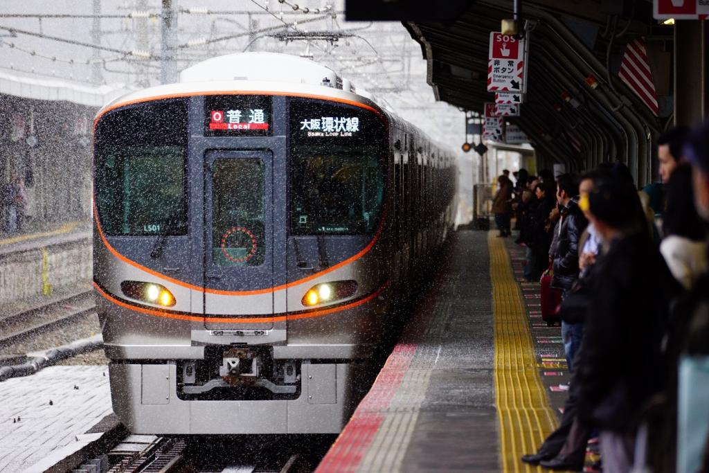 【JR西日本】323系デビュー1周年!クリスマス仕様列車を運行へ
