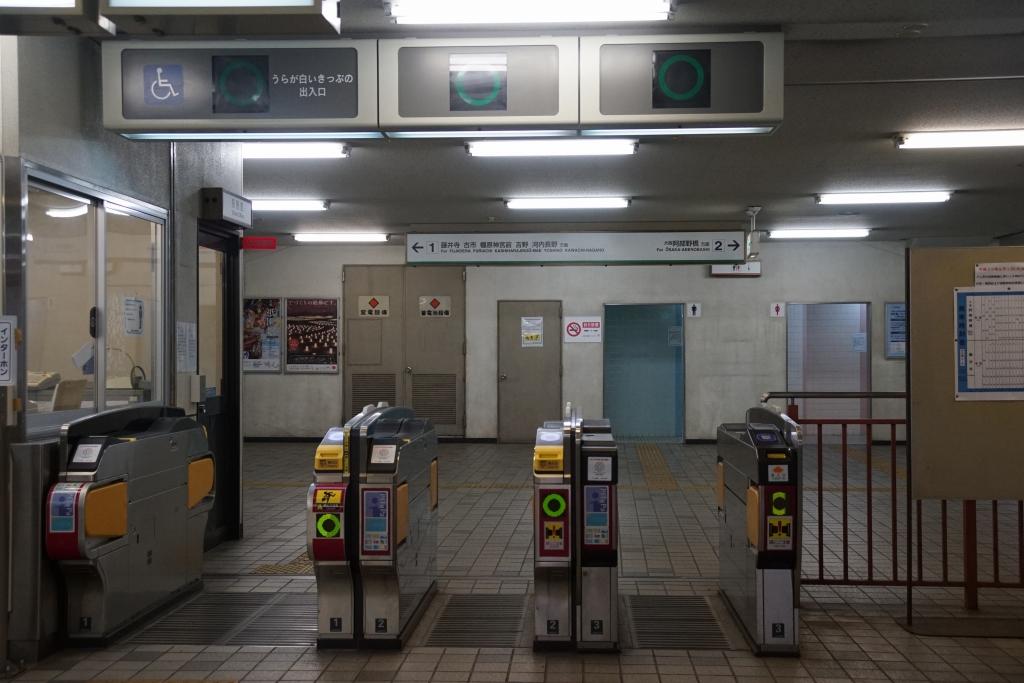【近鉄】河堀口駅にある改札の「◯✕式」天井案内機