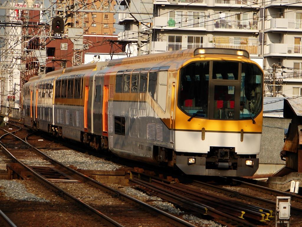 【近鉄】団体専用列車「楽 (20000系)」を臨時列車として運転