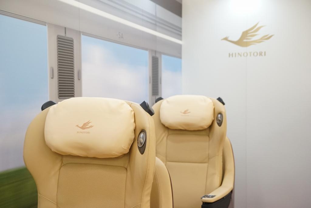 【近鉄】新型特急80000系「ひのとり」の座席が展示されていたので見てきました