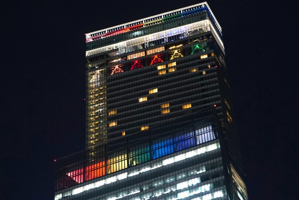 【祝】日本一高い「あべのハルカス」が開業7周年!7色に光る「Light of Rainbow」を実施中!